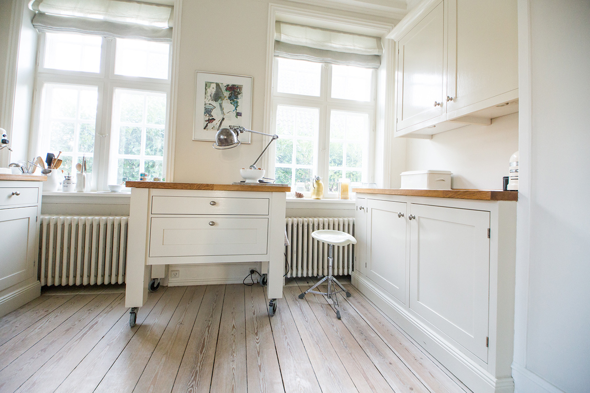 Katrine Martensen-Larsen's kitchen mixed modern and traditional elements for a clean look from every angle. @kmldesign.dk